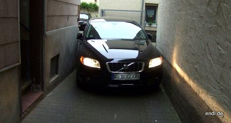 Ein Volvo ist ein breites Auto