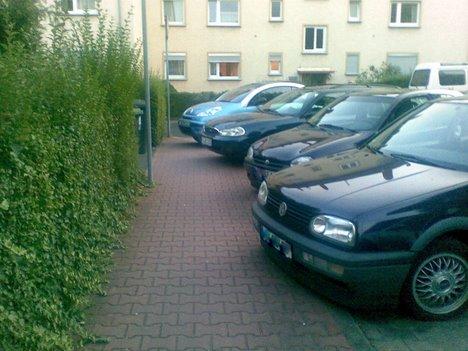 Wozu braucht man Fußwege, wenn man drauf parken kann?