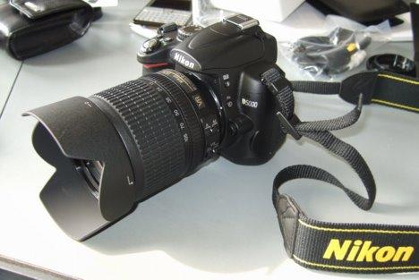 Nikon D5000 SLR-Digitalkamera (12 Megapixel, Live-View, HD-Videofunktion) Kit inkl. 18-105mm VR